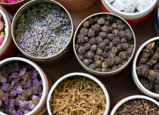 The Differences Between Prescription and Herbal Medicines