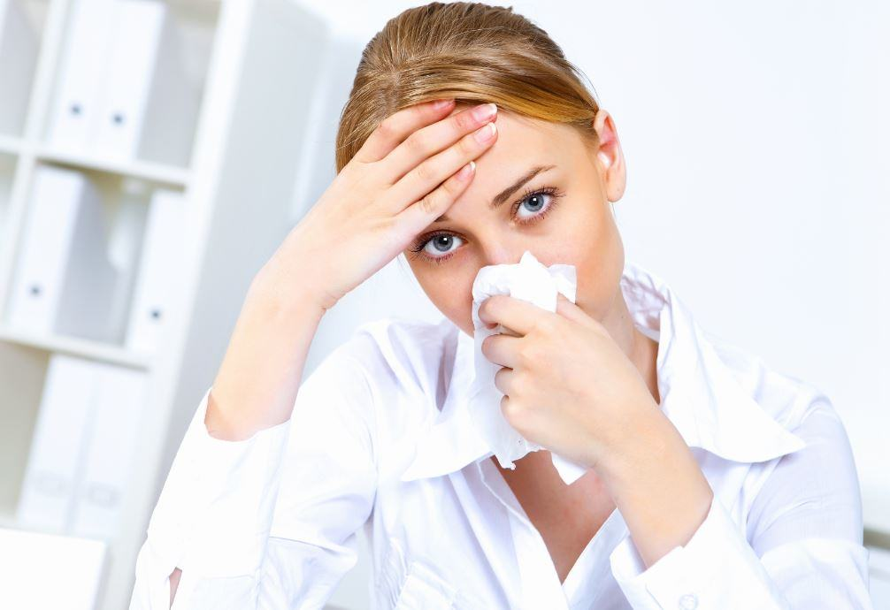 Cold-or-Allergies-How-to-Tell-the-Difference Coughing and Sneezing? How to Know if It's a Cold or Allergies
