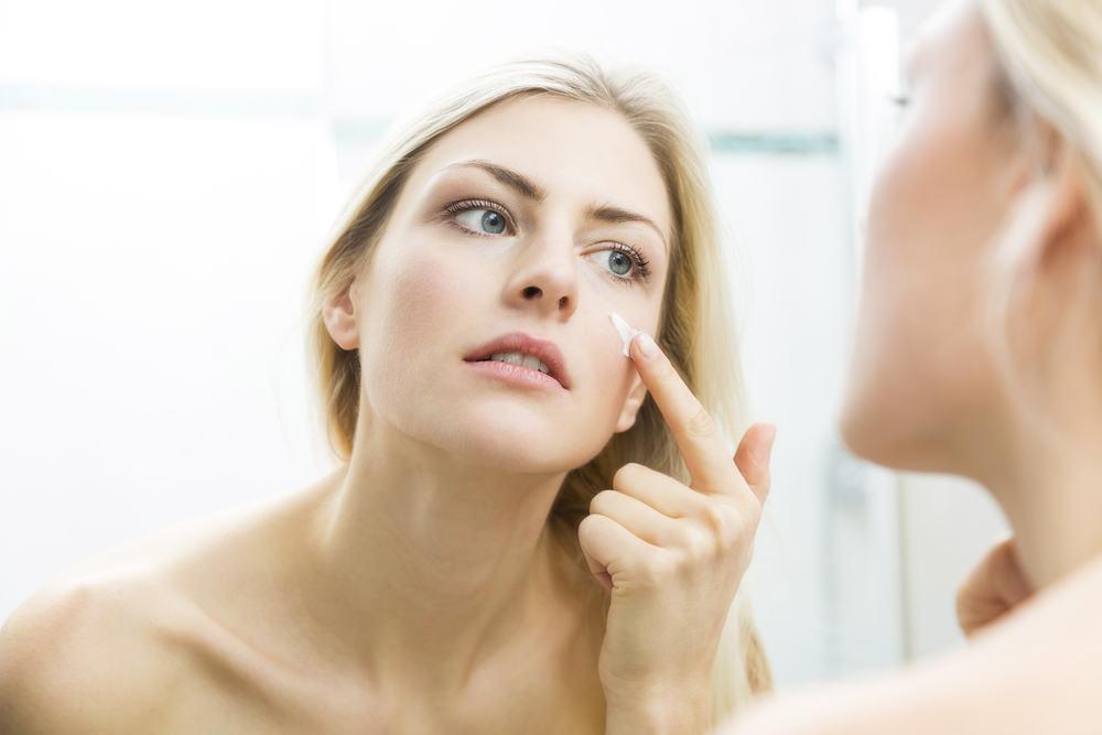 shutterstock_387570406 4 Best Skin Cleansing Tools for a Delhi Bride