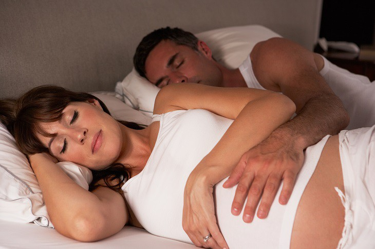 sleep-well-during-pregnancy 6 Ways To Sleep Better During Pregnancy