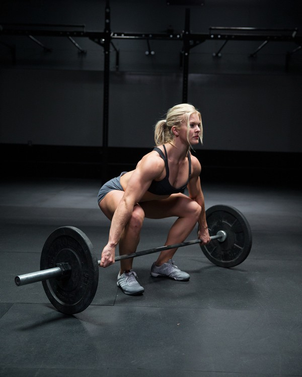 woman-weightlifting Top 5 Weightlifting Mistakes Women Commit While Trying to Reduce Weight