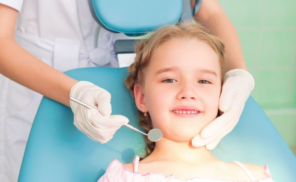 The-Sweet-Tooth-4-Signs-Your-Child-Needs-to-Visit-a-Dentist The Sweet Tooth: 4 Signs Your Child Needs to Visit a Dentist