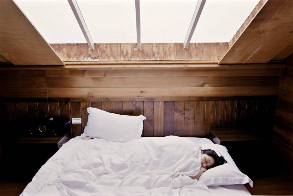 4-Ways-Aromatherapy-Can-Help-You-Sleep-Better-1024x683 4 Ways Aromatherapy Can Help You Sleep Better